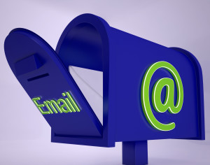 mail-on-email-box-shows-received-emails_Gy3nnbvd